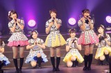 AKBグループ初の香港公演を行ったHKT48(前列左から宮脇咲良、穴井千尋、多田愛佳)(C)AKS