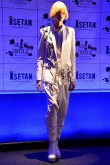 『サロン・デュ・ショコラ2015』セレモニーで披露された華麗なチョコレートドレス(C)oricon ME inc.