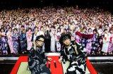 VAMPSの浴衣姿にファン800人が「キャー!」(左からHYDE、K.A.Z) 撮影:田中和子