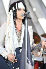 VAMPS夏の野外イベント『BEAST PARTY』23日公演よりHYDE(写真:今元秀明/岡田貴之)