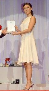 白のドレスで登場した深田恭子 (C)ORICON NewS inc.