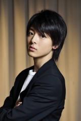 2015年1月スタート、フジテレビ系ドラマ『ゴーストライター』で中谷美紀と親子を演じる高杉真宙