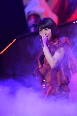 『AKB48リクエストアワー セットリストベスト1035 2015』にサプライズ出演した卒業生・増田有華(C)AKS