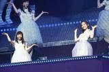 『AKB48リクエストアワー セットリストベスト1035 2015』2日目公演の模様(写真は左から:渡辺麻友、島崎遥香) (C)AKS