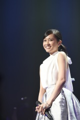 130位「右肩」を歌った前田敦子 『AKB48リクエストアワー セットリストベスト1035 2015』3日目(C)AKS