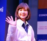 CONOMi「最新制服ファッションショー」で笑顔でランウェイを歩くマーシュ彩 (C)ORICON NewS inc.