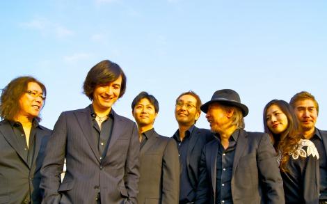 THE JAYWALKのボーカル・馬渕英将(左から2人目)が4月から長期休養へ
