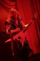 国内バンド最多の2500公演を達成したTHE ALFEE(写真は高見沢俊彦) photo: HAJIME KAMIIISAKA