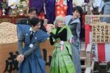 大阪・成田山新勝寺で豆まきを行った(左から)玉山鉄二、シャーロット・ケイト・フォックス、浅香航大(C)NHK