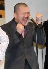 「あったかいんだからぁ」を披露するクマムシ・長谷川俊輔 (C)ORICON NewS inc.