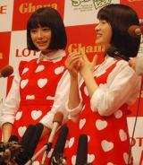 TOKYO FM『広瀬すずのGIRLS LOCKS!』公開収録に参加した広瀬すず(左)と土屋太鳳 (C)ORICON NewS inc.