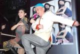 ホープさんと「よろしくね」=原田徳子のライブ『NORI NORI WORLD』開催前取材会 (C)ORICON NewS inc.