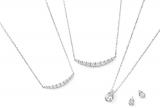 ポンテヴェキオ2015年春・新作コレクション PURE PLATINUM 999<写真左より> Pt999 ダイヤモンド ネックレス ¥79,000(税抜・以下同) Pt999 ダイヤモンド ネックレス ¥129,000 Pt999 ダイヤモンド ネックレス ¥98,000 *2 Pt999 ダイヤモンド ピアス ¥79,000 *2 ネックレスは期間限定スペシャルプライスのため、4月1日より¥111,000(税抜)で発売