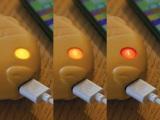 たい焼き型モバイルバッテリー『SOSOGE! TAIYAKIKUN(そそげ!たいやきくん)』(税込5940円) 電池量は目のライトの変化で確認
