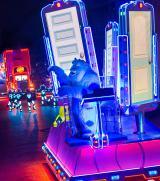 全LEDパレードの「ペイント・ザ・ナイト・パレード」のモンスターズ・インク As to Disney photos,logos,properties:(C)Disney