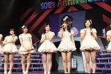 横浜アリーナ2daysライブの決定を喜ぶ指原莉乃らHKT48メンバー(C)AKS