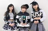 AKB48は史上初の「シングル・オブ・ザ・イヤー」5年連続受賞(左から渡辺麻友、高橋みなみ、小嶋真子)