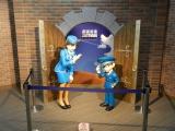「鳥取砂丘コナン空港」では江戸川コナンと毛利蘭の等身大フィギュアが出迎えてくれます