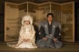 大河ドラマ『花燃ゆ』で白無垢姿を披露する井上真央(左)と新郎・久坂玄瑞役の東出昌大(C)NHK