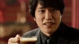 「ダイドーブレンド 泡立つプレミアム挑戦」篇に出演の松山ケンイチ