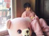 ピンクのクマの着ぐるみに剛力彩芽もノリノリ