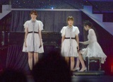 「AKB48春の単独コンサート〜ジキソー未だ修行中!〜」でパフォーマンスを披露した(左から)小嶋陽菜、高橋みなみ (C)ORICON NewS inc.