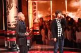 「いい日旅立ち」をデュエットする谷村新司(左)と三浦祐太朗(右)。3月31日放送、『UTAGE 春の祭典!あの大ヒット曲を歌い踊る宴の2 時間SP』(C)TBS