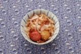 沖縄の家庭の味かちゅー湯は、自在にアレンジもOK 「梅干入りかちゅー湯」 ※写真提供:ヤマキ