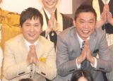 """""""旬""""な話題で新人をイジリ、会場を笑いに包んだ爆笑問題の (左から)田中裕二、太田光(C)ORICON NewS inc."""