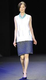初開催された大人女性向けビューティーイベント『東京ミュゼ』ファッションショー 【theory luxe】愛可 写真:鈴木かずなり)