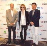 『新経済サミット2015』に出席した(左から)ジョン・V・ルース氏、YOSHIKI、三木谷浩史氏 (C)ORICON NewS inc.