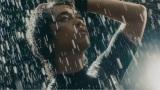 雨でずぶ濡れになった斎藤工は水も滴るいい男