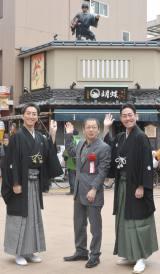 『鼠小僧』の除幕式に登場した左から)中村七之助、野田秀樹、中村勘九郎 (C)ORICON NewS inc.