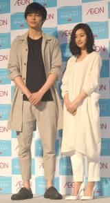 爽やかなファッションで登場した(左から)東出昌大、忽那汐里 (C)ORICON NewS inc.