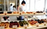 17日オープン「ログロード代官山」内部公開 ドーナツ店「CAMDEN's Blue ☆ Donuts」 店内の様子 (C)oricon ME inc.