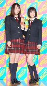 制服姿で登場した(左から)広瀬アリス、広瀬すず (C)ORICON NewS inc.