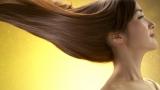 艶やかな美髪を披露した高梨臨