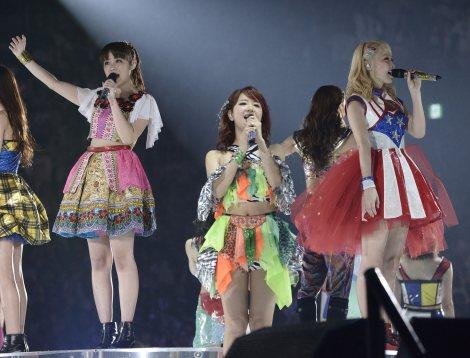 2度目の単独ツアー最終公演をさいたまスーパーアリーナで行ったE-girls(写真左から)鷲尾伶菜、Aya、Ami