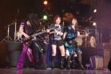 YU-KI(中央)とSHOW-YAの演奏陣がコラボ (C)ORICON NewS inc.