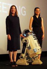 (左から)キャスリーン・ケネディ、「R2-D2」、デイジー・リドリー (C)ORICON NewS inc.