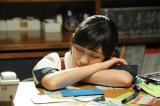 渡辺麻友演じる北村亜紀が深夜残業しているストーリーが展開