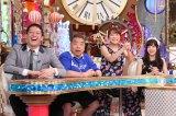 """番組内で""""でば〜る君""""に変身した出川哲朗(左から2番目)(C)日本テレビ"""
