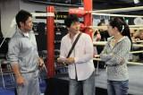 認知症を患う純一(中央・春田純一)を指導するボクシングジムのトレーナーで兄妹という設定(C)東海テレビ