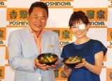 吉野家新商品『ベジ丼』発表会に出席した(左から)松木安太郎、安倍なつみ (C)ORICON NewS inc.