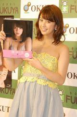 1st写真集『yurina』(講談社)出版記念握手会に出席した柳ゆり菜 (C)ORICON NewS inc.