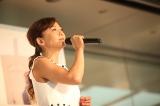 「はじまりのうたが聴こえる」発売記念イベントに出席した華原朋美