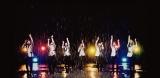 5トン以上の雨(水)を降らせながら撮影された2ndシングル「雨を追いかけて」のミュージックビデオ