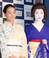 (左から)浅田真央、京都祇園舞妓の真生さん (C)ORICON NewS inc.