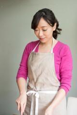 レシピ本『はじめてのポップオーバーBOOK−さくさくもちもち!ボウルで混ぜて焼くだけレシピ』(マイナビBOOKS/6月13日発売)著者の料理研究家・若山曜子氏