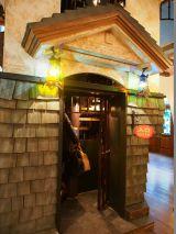 入り口は時計塔の裏側に。東京・三鷹の森ジブリ美術館の企画展示『幽霊塔へようこそ展−通俗文化の王道−』より(C)Nibariki (C)Museo d'Arte Ghibli (C)Studio Ghibli (C)ORICON NewS inc.